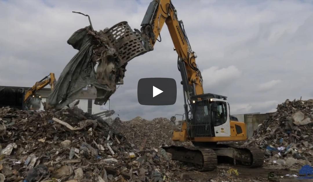 Chantier d'évacuation du dépôt sauvage des déchets de chantier